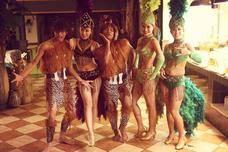 这个原始部落的心酸历史,部落妇女生孩子和鸟类下蛋