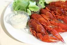 小龙虾围攻英水坝愁坏英国人,为什么中国人那么爱吃